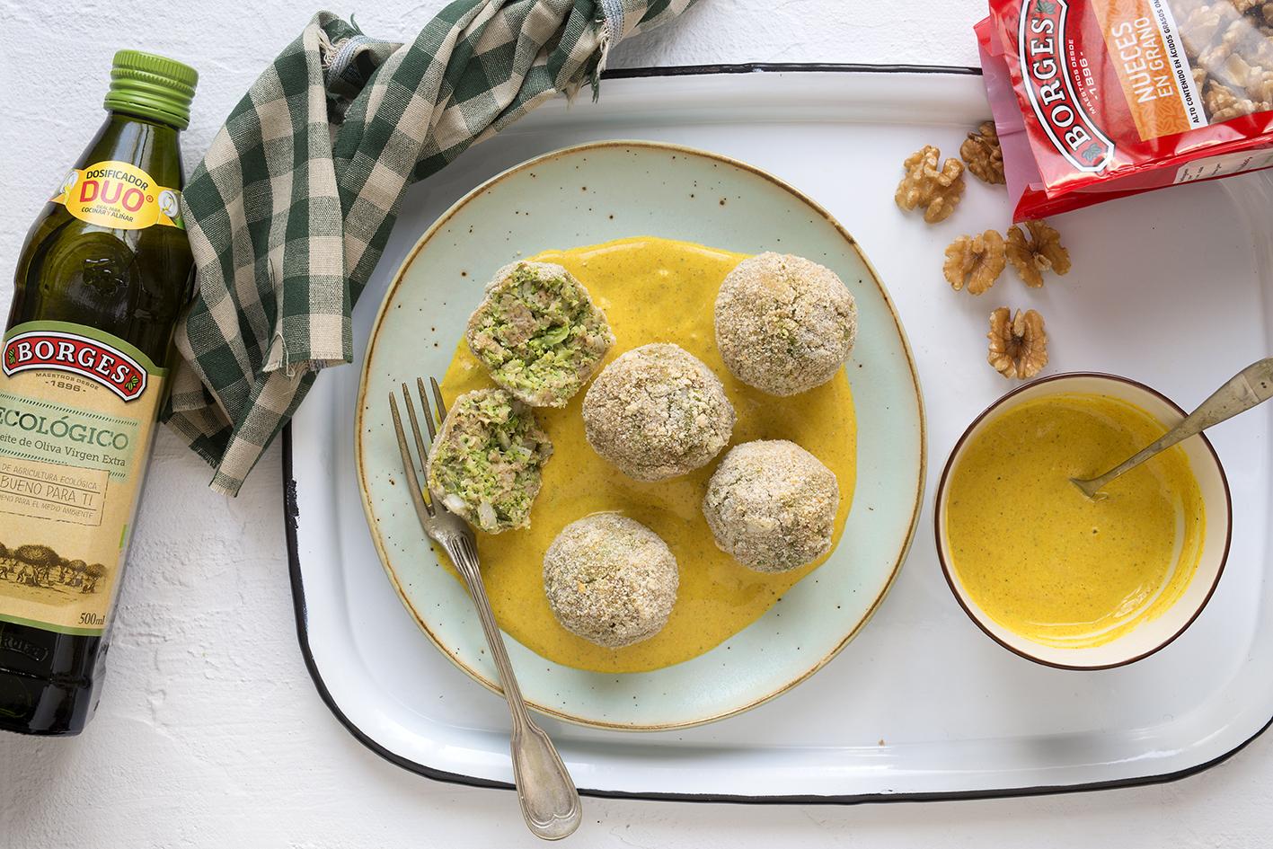 Brokolicové kuličky s omáčkou z kurkumy