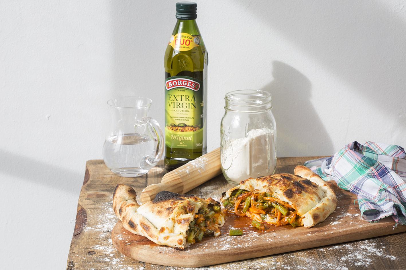 Calzone plněné zeleninou a sýrem