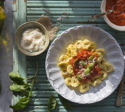 Cappelletti plnené mäsom s domácou paradajkovou omáčkou