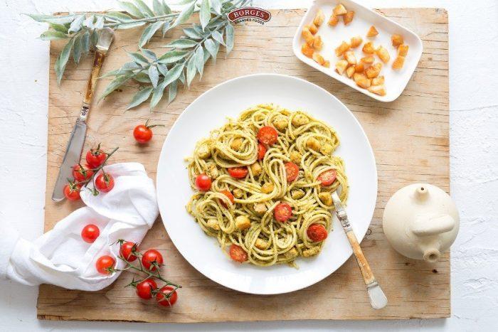 Špagety s pestem alla Genovesa a kuřecím masem