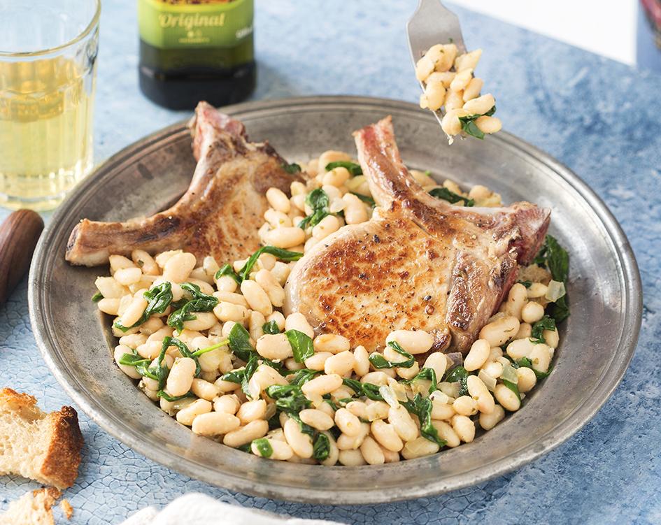 Vepřové kotlety se špenátem a fazolemi